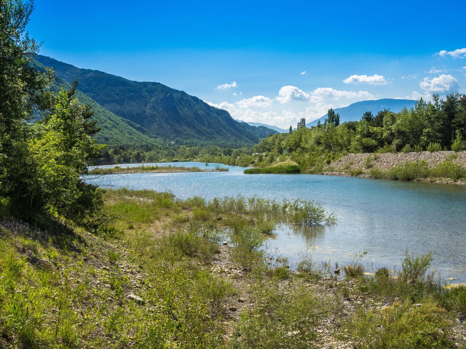 Vue sur un des trois lacs aux couleurs émeraudes